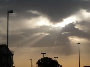 Nuvole e raggio di sole